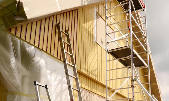 Gerüst an Holzfassade