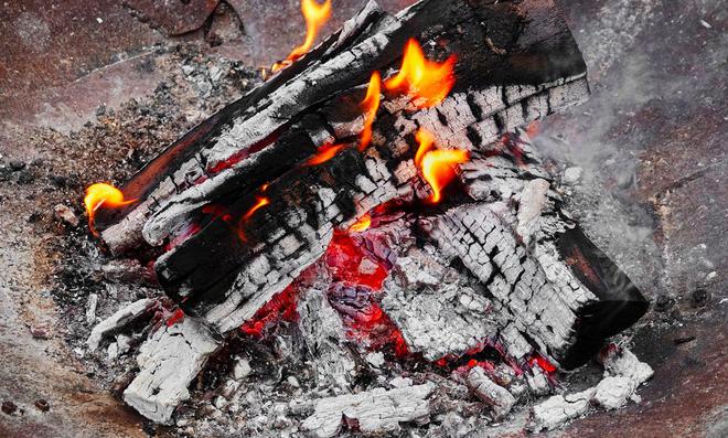 Kupfer reinigen mit Holzasche
