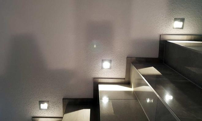 Einbauspots an der Treppe