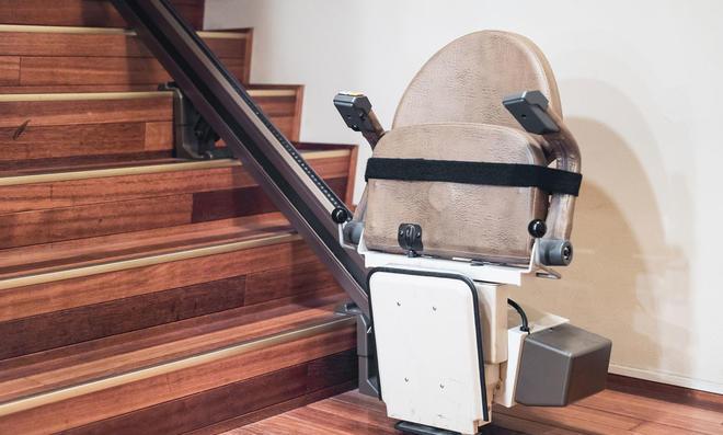 Zusammengeklappter Treppenlift