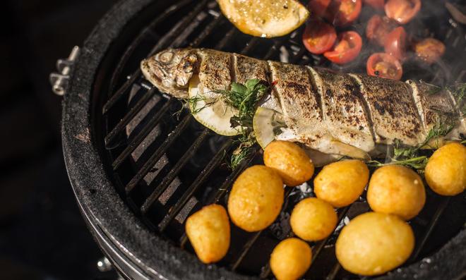 Frischer Fisch vom Grill schmeckt immer noch am besten.