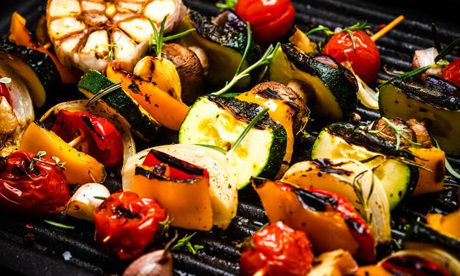 Lecker! Grillgemüse schmeckt als Beilage oder als Grillgemüse-Salat super!