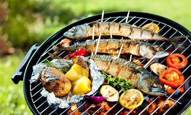 Makrelen auf Grill