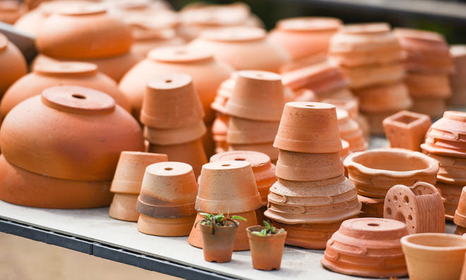Saubere Terracotta-Töpfe sehen noch schöner aus. Und das Reinigen ist eigentlich so einfach.