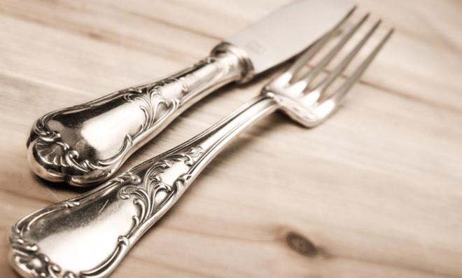 Schmuck und Besteck aus Silber selbst reinigen