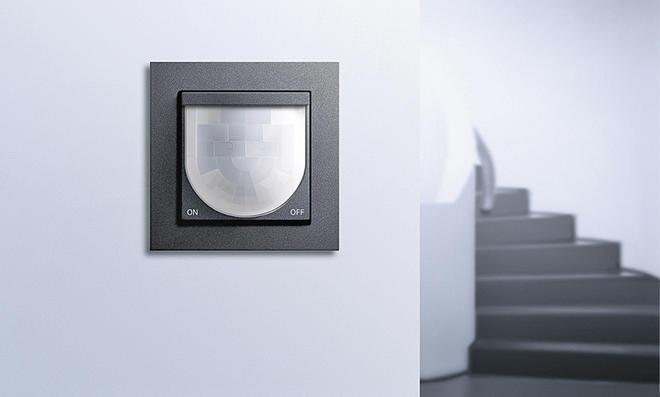 bewegungsmelder anschlie en. Black Bedroom Furniture Sets. Home Design Ideas