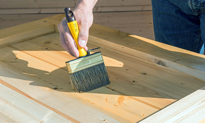 Holzfußboden Streichen ~ Holz streichen selbst