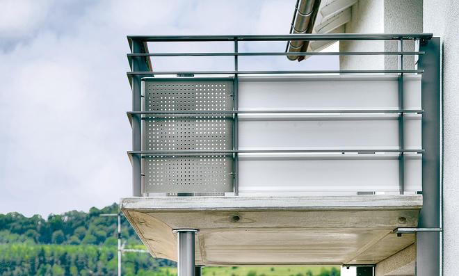 balkon balkon sichtschutz befestigen pixabay duralife With katzennetz balkon mit mr gardener kinderspielhaus joanna