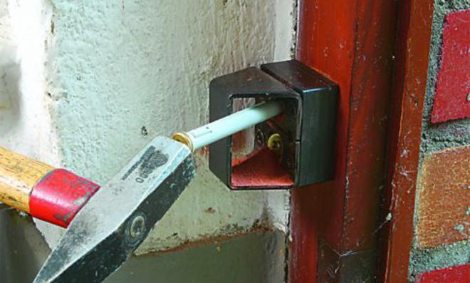 Kellertür sichern