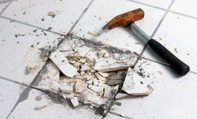 Fliesen reparieren  Fliesentausch: Fliesen reparieren | selbst.de
