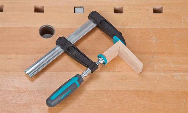 3D Puzzle: Bauteile verleimen