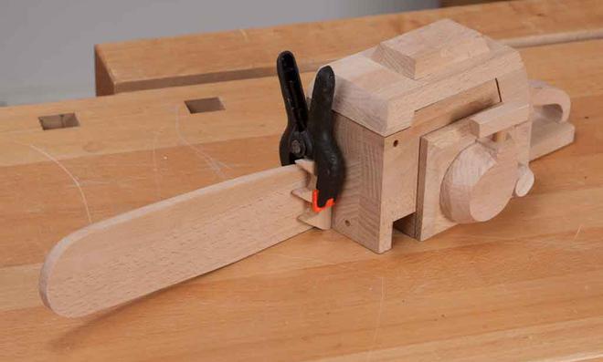 3D Puzzle: Rindenstütze leimen