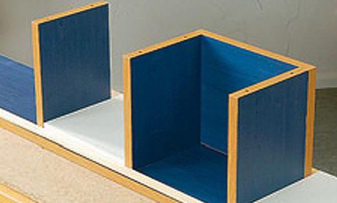 Badezimmer Regal: Boden und Seitenwände zusammenfügen