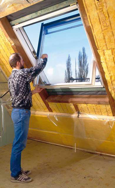 Fensterflügel einsetzen