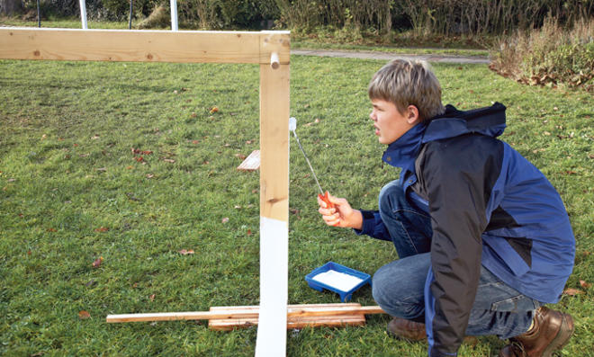 Fußballtor selber bauen: Holzschutzlasur verarbeiten