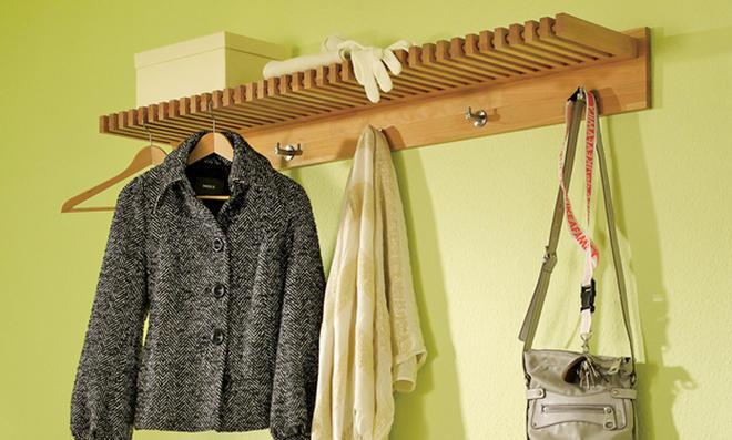 Garderobe, Hakenleiste und Sitzbank