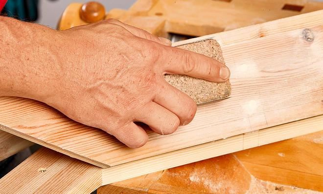 Garderobenständer: Holz lackieren