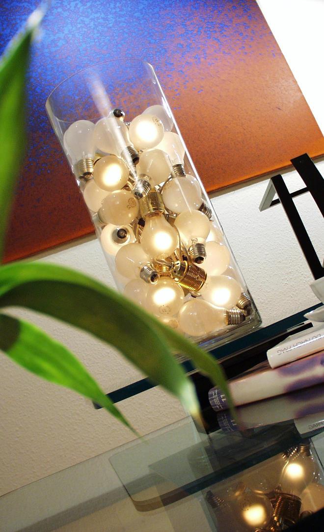 Lampe aus Glühbirnen basteln