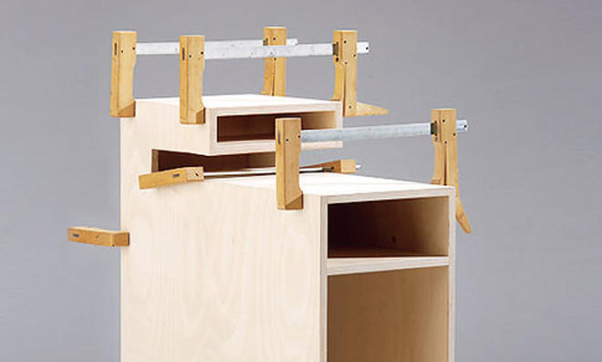 Schreibtisch: Einzelteile verleimen