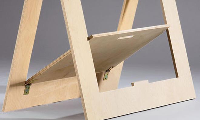 Schreibtisch: Tischböcke aufstellen
