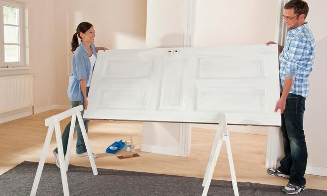 holztren streichen top turen streichen welche farbe richtig streichen so gehts turen turen weis. Black Bedroom Furniture Sets. Home Design Ideas