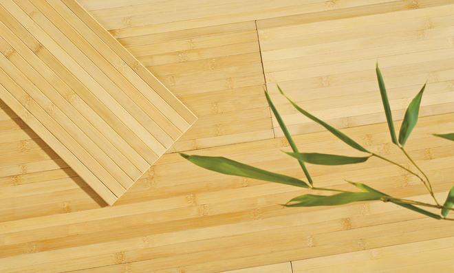 Bambus-Parkett verkleben