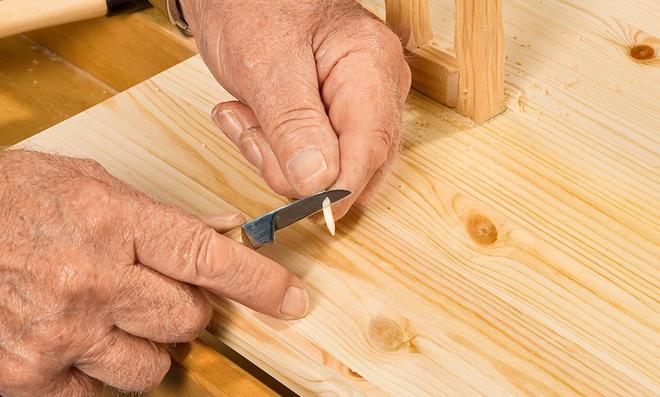Holzdübel schnitzen
