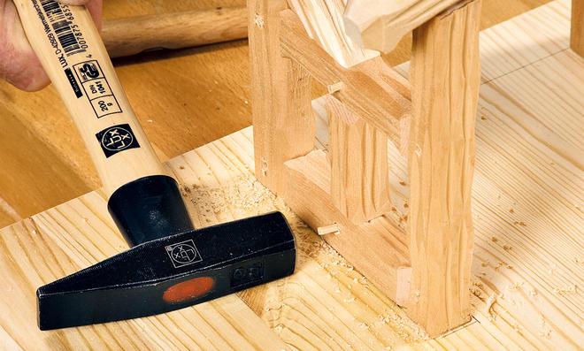Holzdübel einschlagen