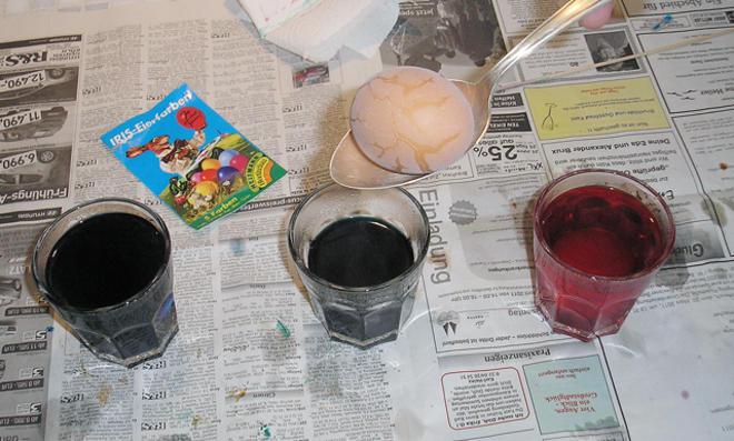 Braune Eier färben