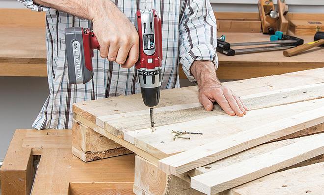 Möbel selber bauen europaletten  Palettenmöbel bauen | selbst.de