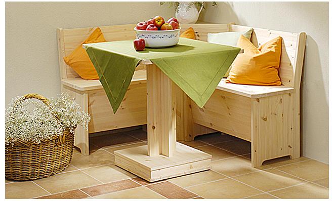 Tisch mit Mittelfuß