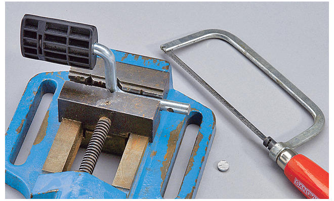 Dreirad selber bauen: Pedal-Stange kürzen