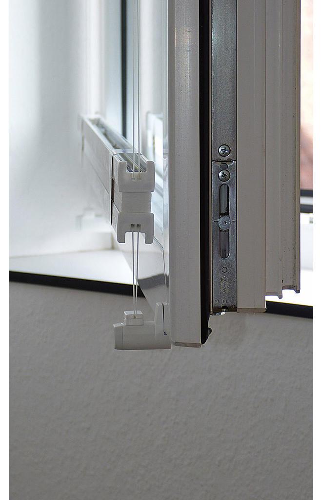 plissee anbringen anleitung bevor sie das plissee montieren knnen mssen die lcher fr die. Black Bedroom Furniture Sets. Home Design Ideas