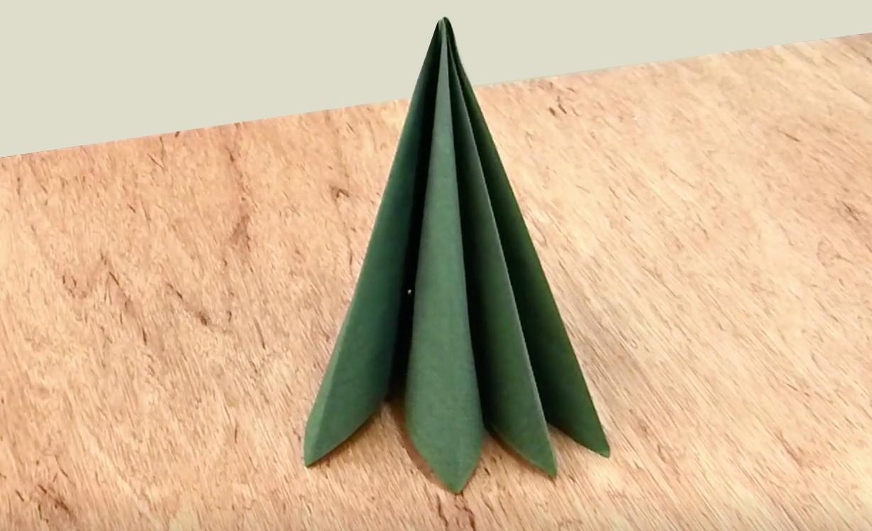 Tannenbaum-Serviette falten: Weihnachten