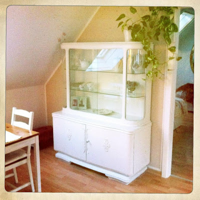 shabby vitrine selbst gestalten diy forum. Black Bedroom Furniture Sets. Home Design Ideas