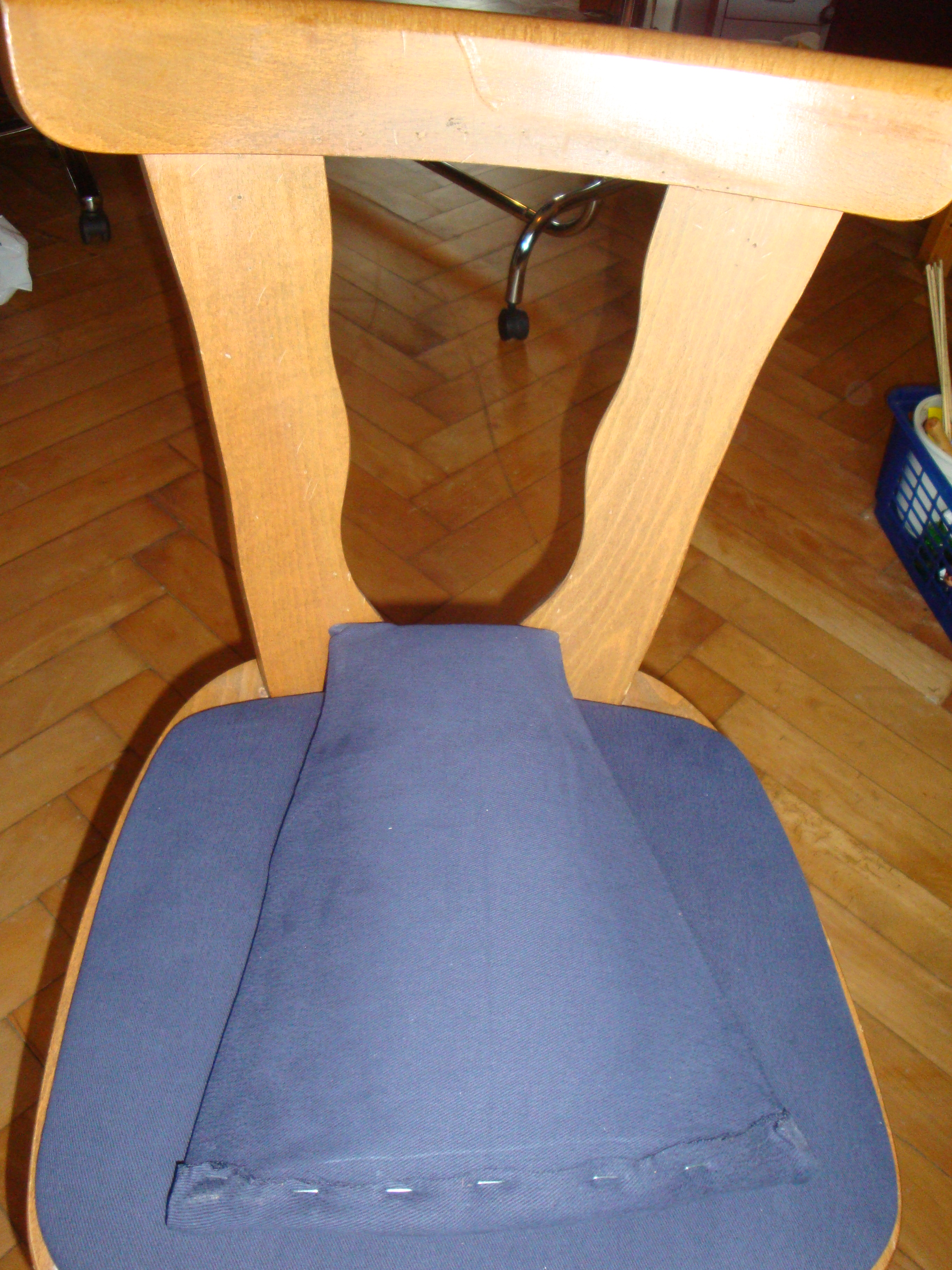 Stuhlrücken neu beziehen