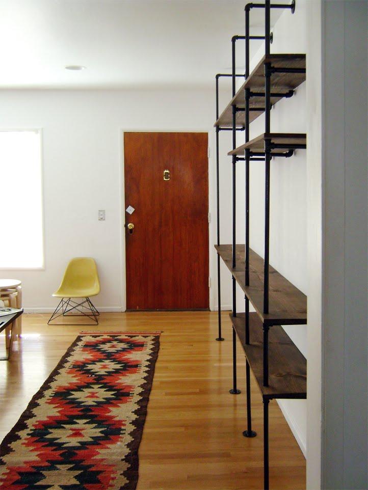 regal aus schwarzen rohren diy forum. Black Bedroom Furniture Sets. Home Design Ideas